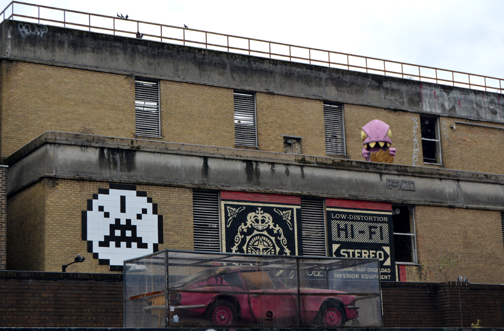 Street art London. Banksy, Space Invaders, Obey, rONZO